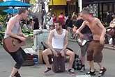 Голые уличные музыкнты